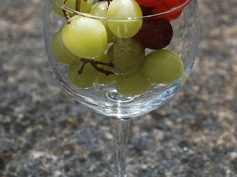 Easy Summer Snack Idea: Frozen Grapes